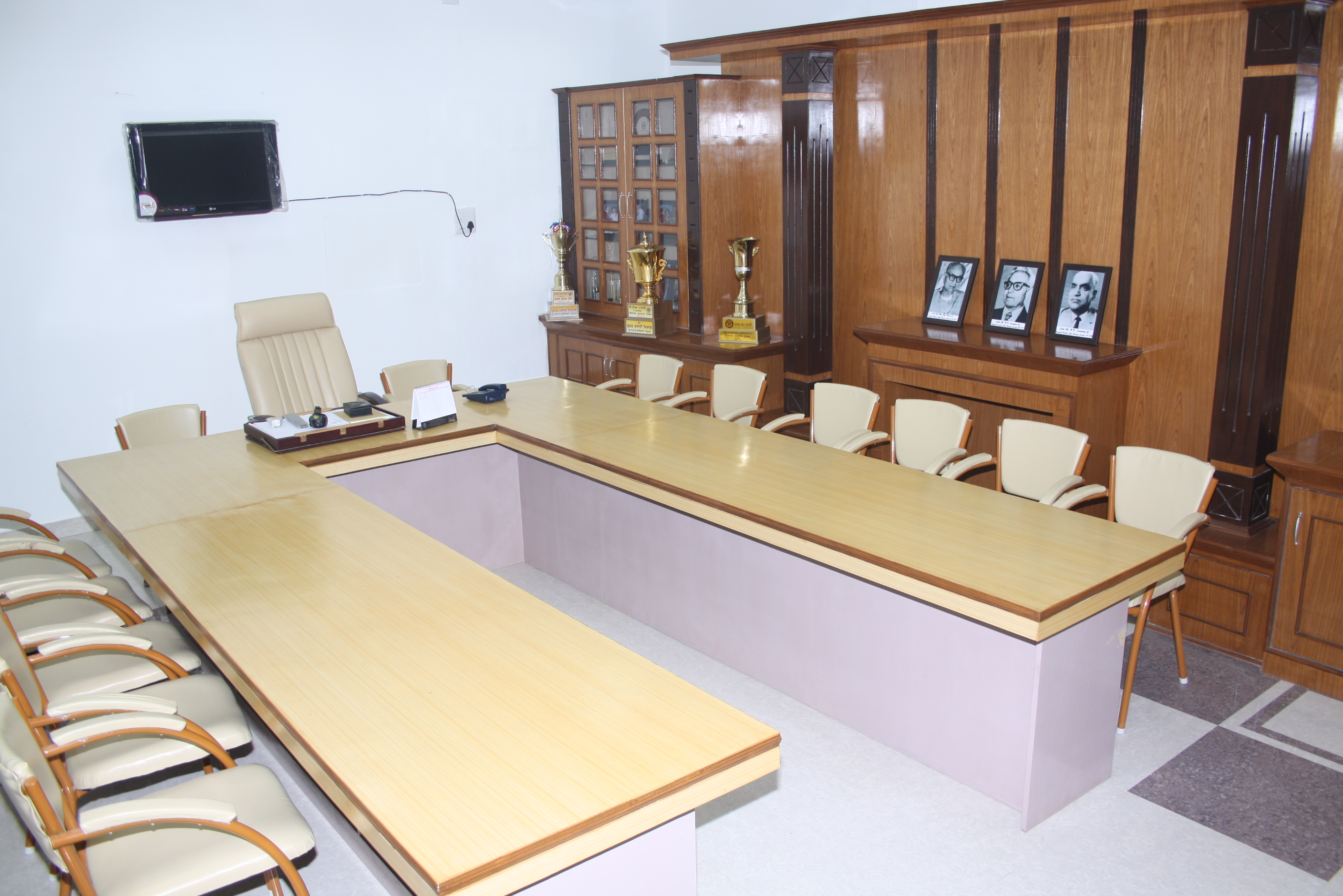 MANAGEMENT ROOM 2