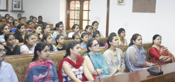 Lecture on 'Internet of Things' held at KNCW